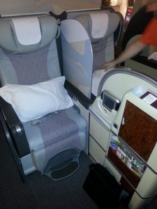 61 First class Emirates Airlines, na_s_ domov na 7 hodin