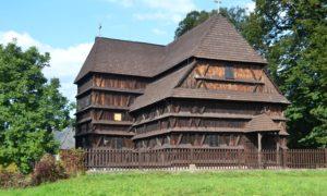 Drevené kostolíky  na Slovensku – skvost ľudovej  architektúry