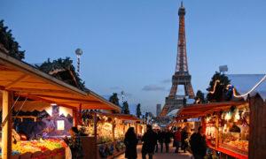 Plánujete zimní cestování? Zahřejte se vínem i vánoční atmosférou ve městě světel