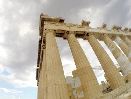 Atény: mesto bohov, bieleho mramoru a pulzujúcej minulosti