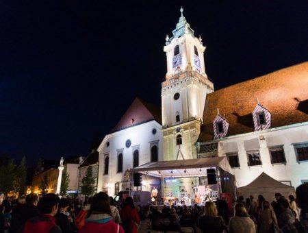 Tretí ročník World Music Festivalu Bratislava uvedie skupinu Ľudové mladistvá i fenomenálneho kontrabasistu Adama Bena Ezru